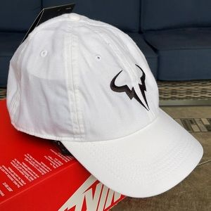 NIKE AEROBILL LIGHTWEIGHT BREATHABLE COMFORT CAP
